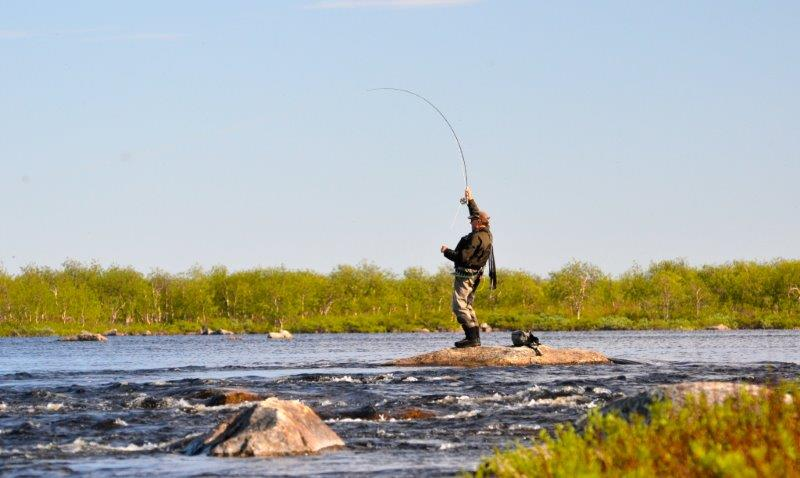 Picture 2 Kjetil fighting a big trout Kharlovka