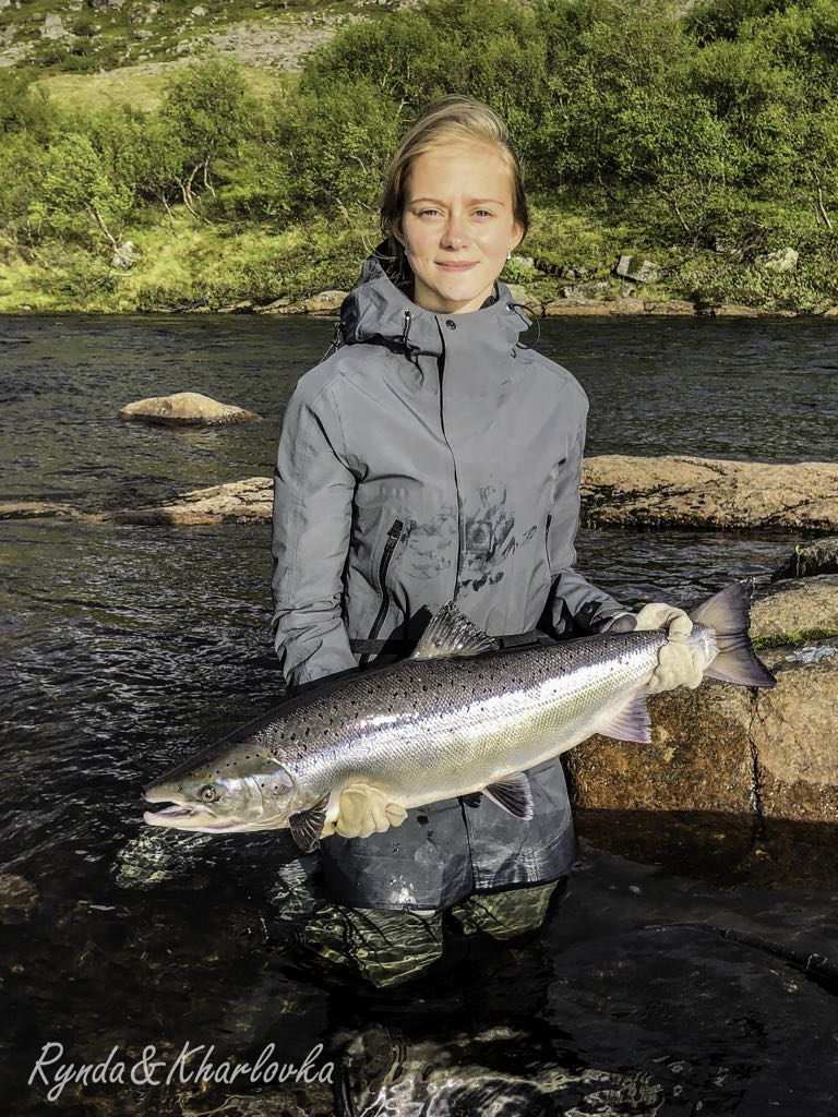 Valeriya from Murmansk with her another 15 pounder from Rock